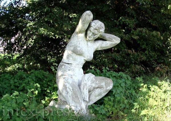 Скульптура ў старым парку Храптовічаў