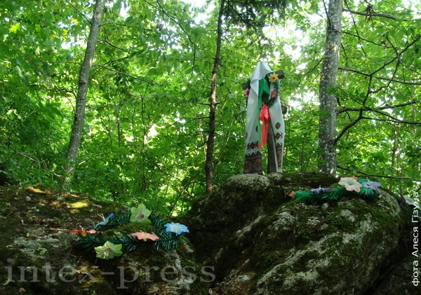 Паклонныя камяні каля в. Горка Дзятлаўскага раёна