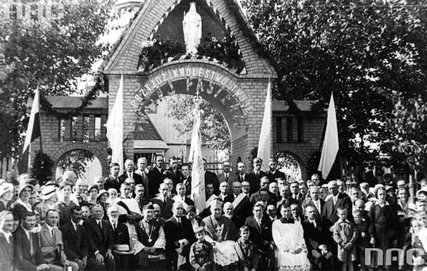 Асвячэнне касцёльнай брамы біскупам Букрабам, 15.09.1934 года