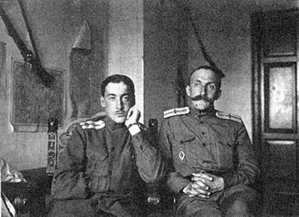 Намеснік камандзіра «ІМ-3» паручнік Міхаіл Спасаў (злева) з метэаролагам Рукачовым