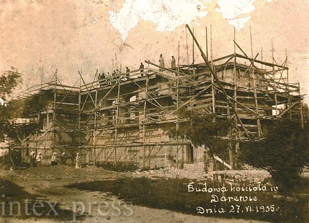 Дараўскі касцёл пабудавалі з бетонных блокаў, якія высякаліся з нямецкіх бліндажоў