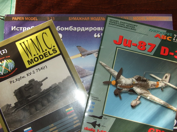 В Европе журналы с выкройками бумажных моделей пользуются популярностью.