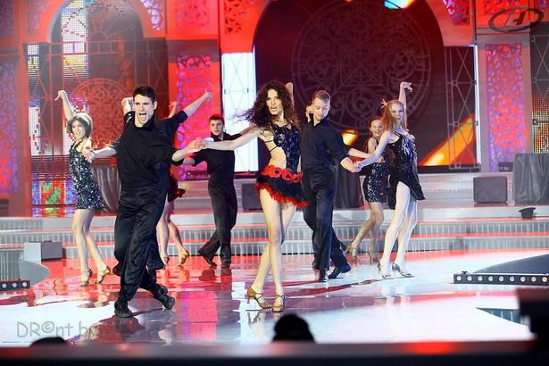 Анна Карпович с командой в творческом конкурсе «Мисс Талант» представила зажигательный танец