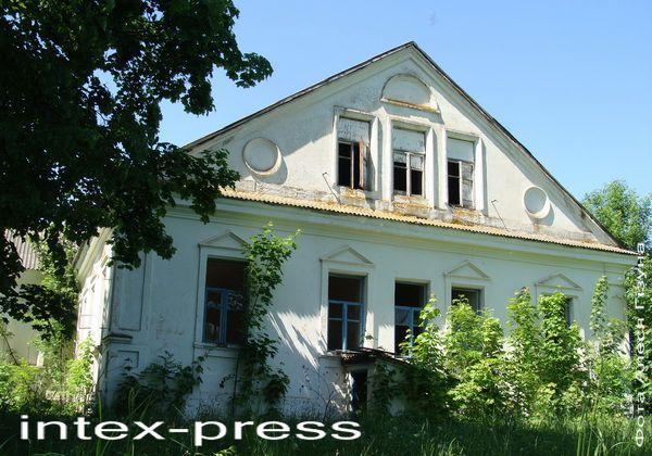 Бакавы фасад сядзібавага дома ў Асташына