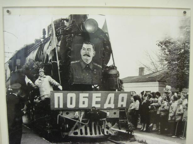 Поезд Победы прибывает из Бреста в Барановичи. 9 мая 1995 года