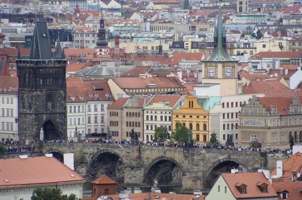 Прага, выгляд на Карлаў мост зверху  --  фота Алеся Гізуна