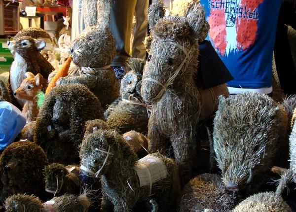Цацкі з сена - распаўсюджаная фішка ў Тырольскім зямлі Аўстрыі  -- фота Алеся Гізуна