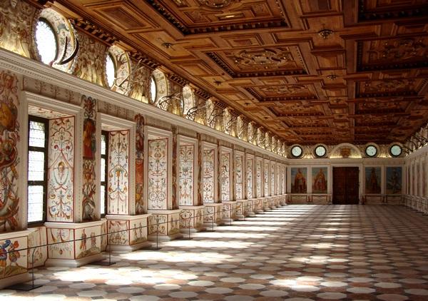 Адна з залаў замка Амбрас, Аўстрыя  --  фота Алеся Гізуна