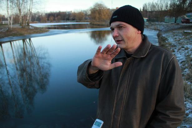 Фельдшер «скорой помощи» Александр Жолудев прославился  тем, что спас  тонущих в  Светиловском озере собак