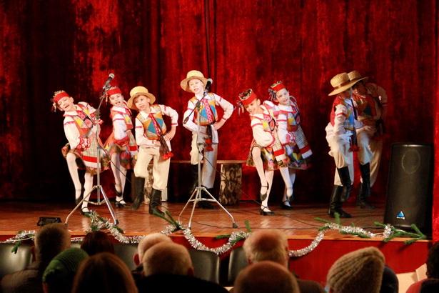 Зажигательными танцами порадовали зрителей очаровательные «Лялькі»