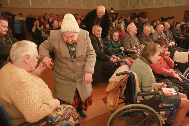 В Леснянском доме-интернате проживает около трехсот инвалидов и престарелых людей