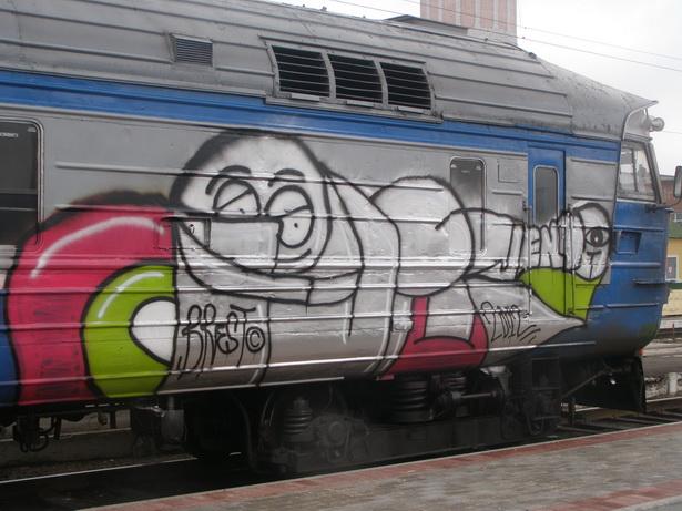 В сумму более 2 млн рублей обошлись граффитисту рисунки на вагонах дизель-поезда