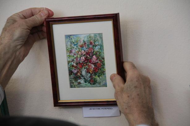 Цветочные миниатюры Татьяны Камиловны впервые представлены в Центральной библиотеке города