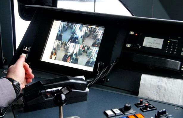 Картинку из любой точки салона видеокамеры  выводят на экран