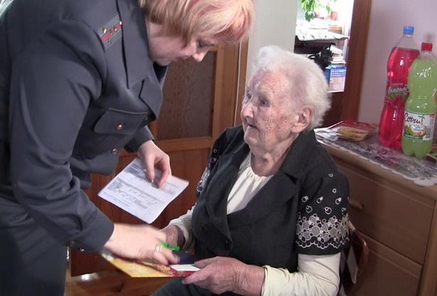 В день столетия Лариса Гуговна получила новый паспорт