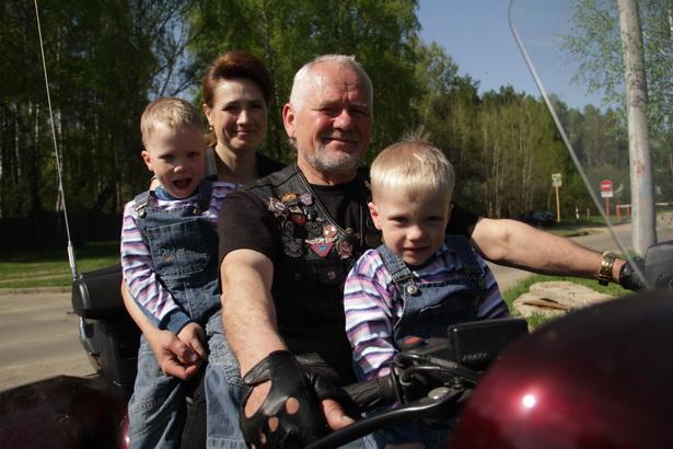 Наталья, Тимур, Анатолий и Ренат Додзь мечтают путешествовать всей семьей