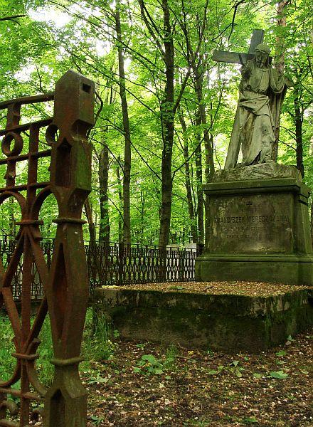 Каменны хрыстос на Варанчанскіх могілках. Фота -- Алесь Гізун