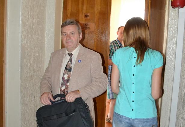 Віктар Сырыца пакідае залу судовых паседжанняў падчас суда за Мілавідскі фэст. Яго аштрафавалі на 2 млн рублёў. Фота: Канстанцін ЛІТВІН