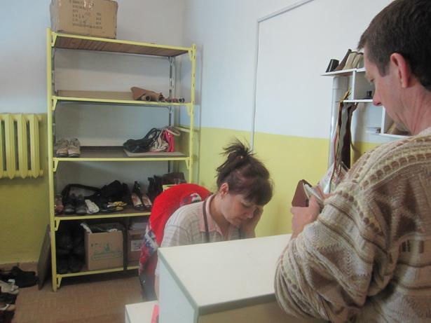 Татьяна Макей за много лет работы  научиласть  не только  принимать обувь, но и  может сделать  мелкий ремонт