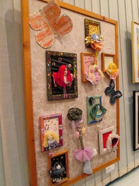 Выставка Волшебный мир детства учащихся студии изобразительного и декоративно-прикладного искусства гимназии №1. Фото автора