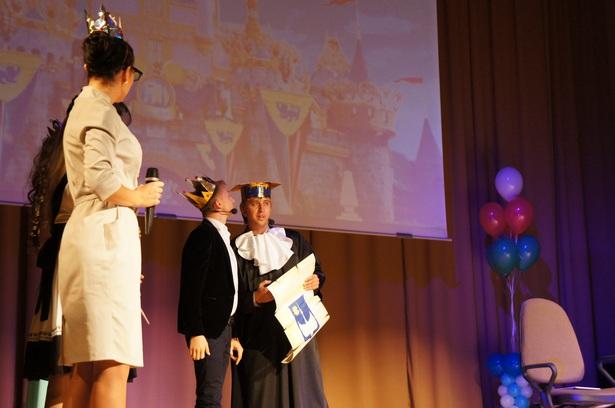 Старшекурсники подготовили театрализованное представление для студентов первого курса. Фото автора