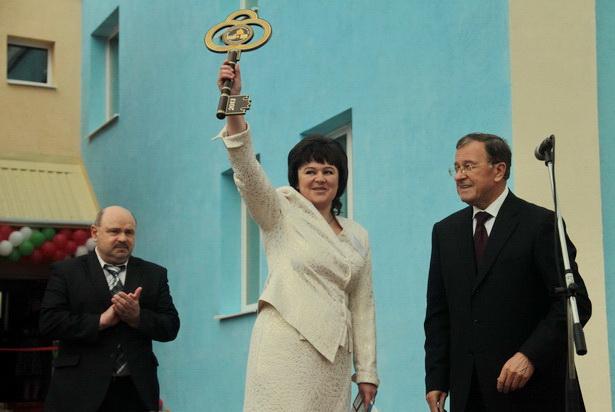 Заведующая ясли-садом №8 Наталья Бужинская на торжественном открытии