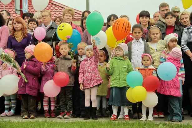 На торжественное открытие детсада в микрорайоне Боровки в Барановичах пригласили детей и их родителей