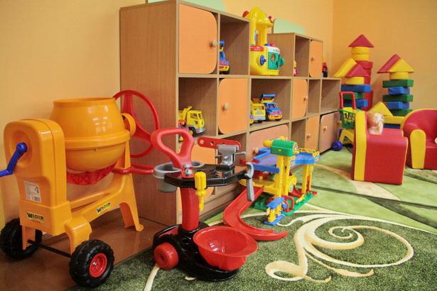 Среди игрушек - миниатюрная бетономешалка