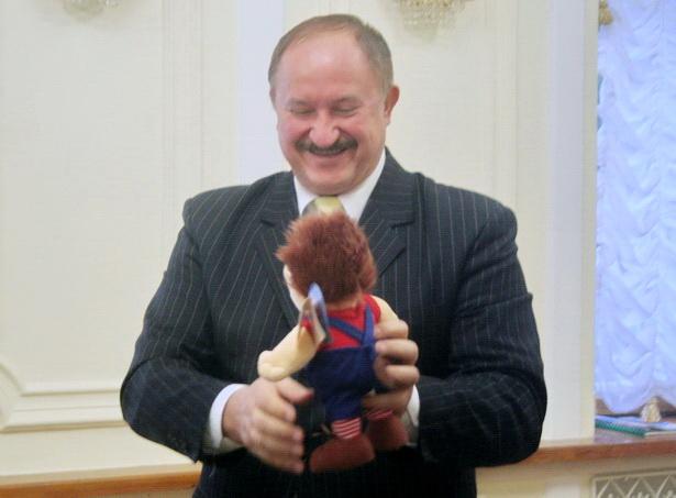 С Карлсоном - подарком шведской делегации. 2008