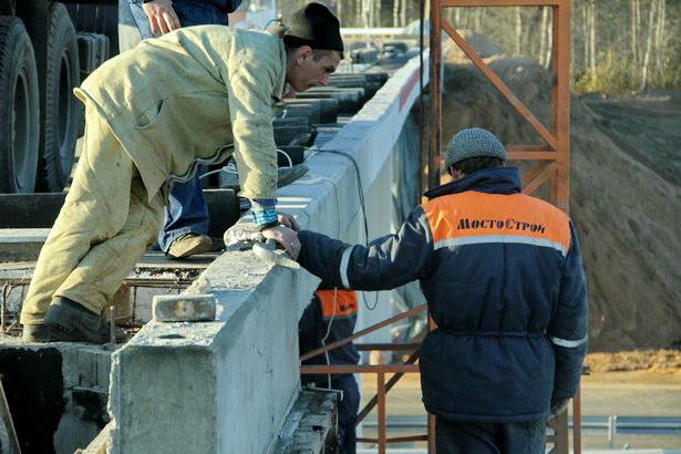 Дорожники обустраивают новый путепровод над Олимпийкой