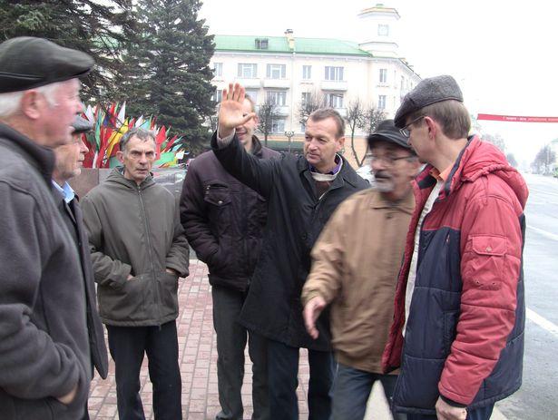 Представители партии левых «Справедливый мир». 7 ноября 2013 года. Фото Александр Трипутько