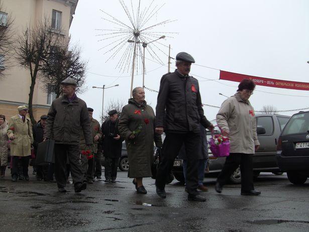 Делегация во главе с Коммунистической партией Беларуси.7 ноября 2013 года. Фото Александр Трипутько