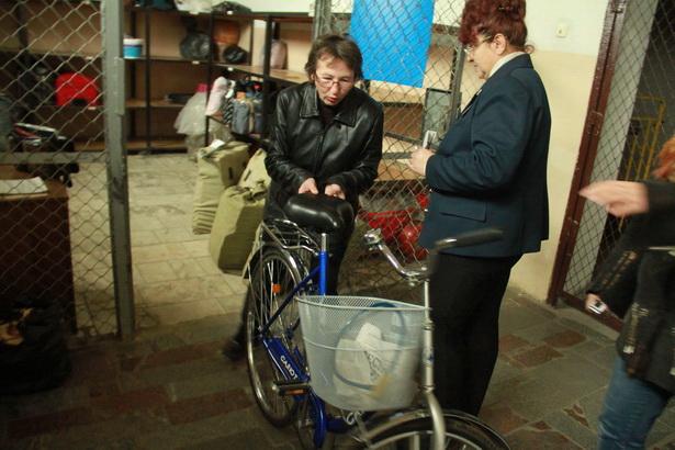 Велосипед мне передала минчанка. Я из дорожного Красного Креста, меня все на железной дороге знают. Если сомневаетесь, спросите у Колоденко! - убеждала дежурную Екатерина.