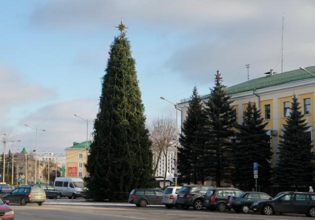 ...а так - главная барановичская елка перед прошлым новым годом
