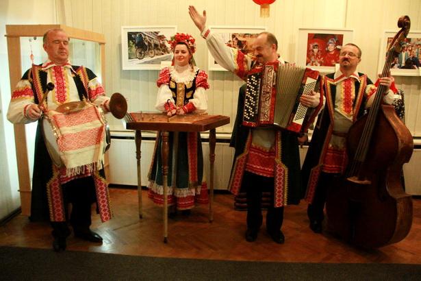 Для гостей выставки выступил народный коллектив ФЭСТ из Барановичей. Фото: INTEX-PRESS