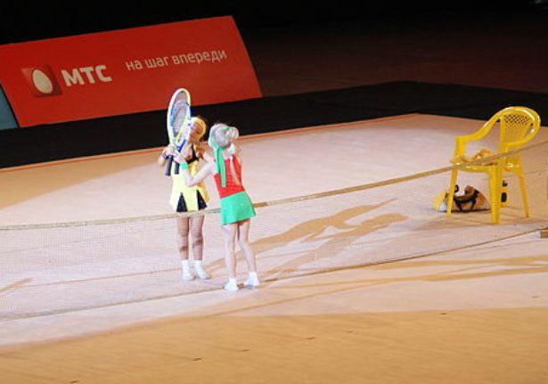 Дуэт барановичских гимнасток Ксении Алексеевой и Софьи Салейко завоевал золотую медаль в номинации «Зорачкі».  Фото с сайта http://carmanphoto