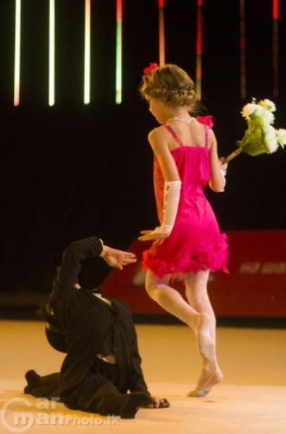 Алиса Красовская и Милана Буйко исполняют танец «Чаплин». Фото с сайта http://carmanphoto.tk/blog/149-babycup-2013