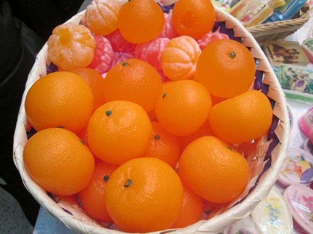 Мыло ручной работы в виде мандаринов. Фото Татьяна Некрашевич.
