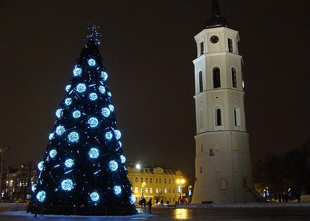 Так выглядала галоўная калядная елка літоўскай сталіцы летась. Фота -- Алесь Гізун
