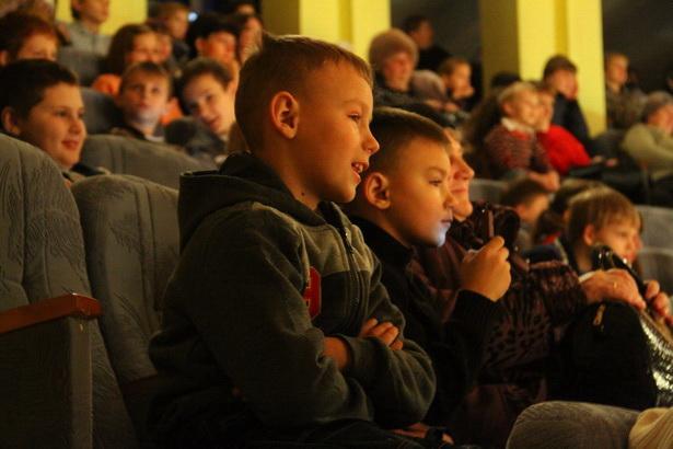 Благотворительная елка во Дворце детского творчества в Барановичах 26 декабря. Фото INTEX-PRESS/Людмила Прокопова