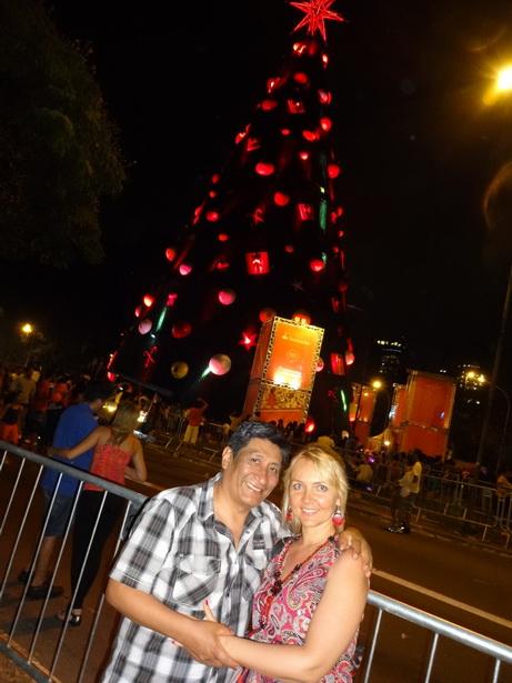 Оксана Колесникова с мужем Сильвио на открытии главной елки штата Сан-Паулу в декабре 2013 года.