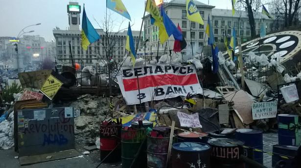 Беларуская расцяжка на адной з барыкад.