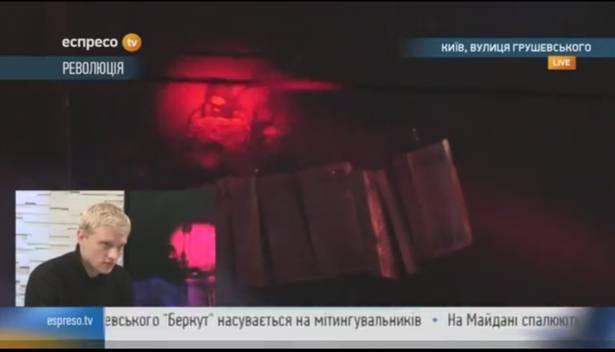 Демонстранты используют лазерные фонарики