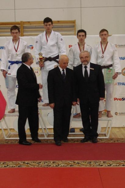 Награждение победителей первенства страны по дзюдо. Фото из личного архива семьи Ажель.