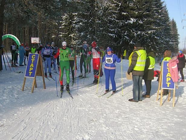 Единственная женщина-участница лыжных гонок приехала из Светлогорска. Фото Виктора Шерышева.