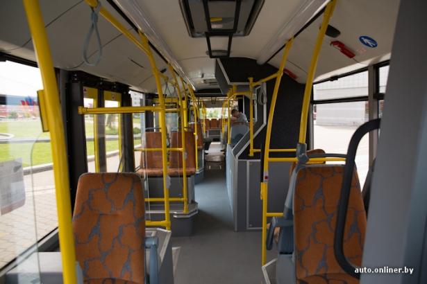 Салон автобуса МАЗ-215.Фото с сайта auto.onliner.by, фотограф Аркадий Соболев