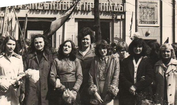 Ученики СШ №14 на майской демонстрации, 1978 г.