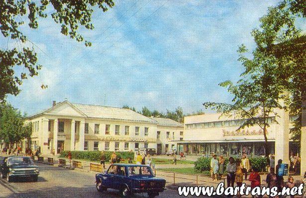 1978 г. Торговый центр. В центральной части Барановичей, на улице Советской, находится главный универсальный магазин города — «Радуга».