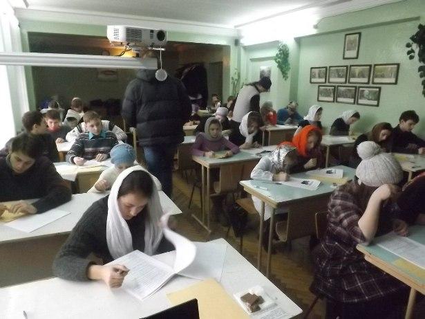 На выполнение письменной работы было отведено 2 часа.Фото с сайта Пинской Епархии.