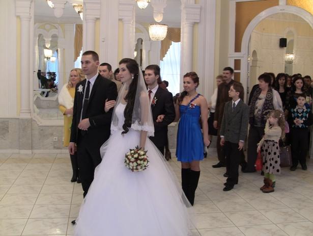 Молодожены Анастасия и Евгений Петрушко. Фото Александр Трипутько.